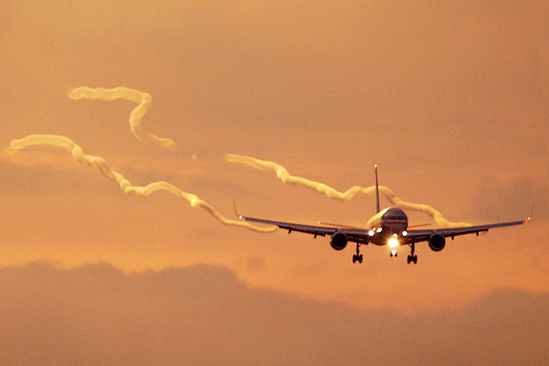 how to avoid wake turbulence
