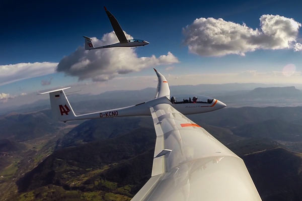 How Gliders Fly, And How They're Different Than Powered