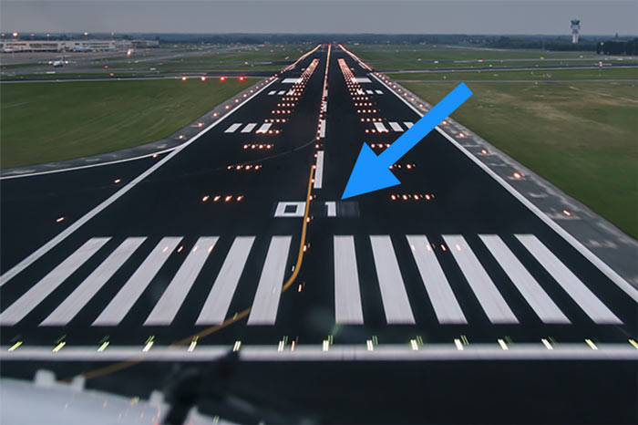 Do You Know These 7 Common Airport Lights And Markings? | Boldmethod