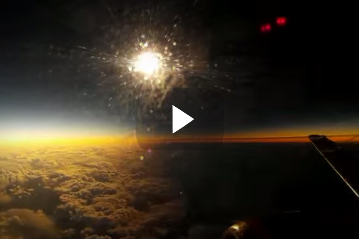 Watch A Solar Eclipse From 36 000 Feet Boldmethod